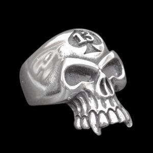 Bague 13 Crâne Vampire